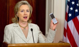 Clinton no tenía Blackberry del departamento de Estado