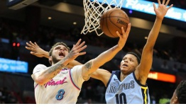 Johnson anota 23 para ayudar a Heat a vencer a unos Grizzlies que se tambalean